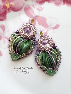 Green Purple Silk Shibori Set Necklace And Earrings This handmade, embroidered jewelry set were created with silk shibori ribbon in green and green purple colour, Swarovski crystals rivoli tanzanite, Rhinnes crystals rivoli light purple, Swarovski crystals bicone beads amethyst,