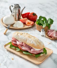 Panino Savoy - Prosciutto Cotto Praga, Mozzarella, pomodoro, rucola, olio extra vergine d'oliva