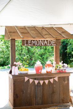 Adorable Lemonade Stand Set-up at a #KidsParty - projectjunior.com