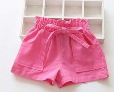 Fazer Júlia Baby Girl Frocks, Frocks For Girls, Girls Pants, Little Dresses, Little Girl Dresses, Girls Dresses, Baby Outfits, Kids Outfits, Baby Dress Patterns