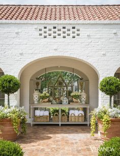 This antique Spanish Colonial house in the June issue of Veranda magazine took my breath away! The home owners brought in interior desi. Spanish Colonial Homes, Spanish Style Homes, Spanish Revival, Spanish House, Spanish Garden, Mediterranean Homes Exterior, Mediterranean Home Decor, Exterior Homes, Mediterranean Architecture