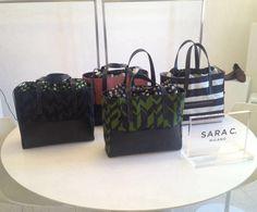 Le borse Sara C. Milano ti aspettano nello showroom Montenapoleone1.  In Via Montenapoleone 1, a Milano: al terzo piano!  Potrai osservare la tua Sara C. preferita da vicino e indossarla.  Troverai anche l'ultimo modello, Reverso.  Ti aspettiamo!  #theperfectbag #noseason #nogender #yourstyle #madeinitaly