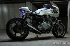 Une Honda CB 750 Seven Fifty cafe-racer, sortie de chez Ruleshaker… | Un pneu dans la tombe