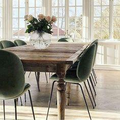 Class and comfort - the Beetle dining chair by @gubiofficial in the lovely home of @hannasanglar #ibutikken #beetlechair #gubi #gubiforhandler #houzoslo