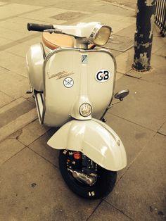 #vespa #beige Scooters Vespa, Motos Vespa, Piaggio Vespa, Lambretta Scooter, Scooter Motorcycle, Vespa Girl, Scooter Girl, Triumph Motorcycles, Vespa Vintage
