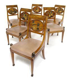 Musealer Satz von sechs klassizistischen Stühlen, um 1800.