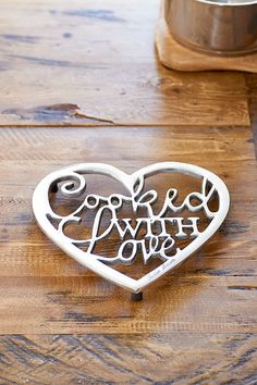 Cooked With Love Trivet - Pan coasters - Eating utensils - Crockery and Cutlery - All items - Collection Beach Kitchens, Cottage Kitchens, Coastal Kitchens, Rivera Maison, In Remembrance Of Me, Retro Design, B & B, Vintage Furniture, Home Accessories