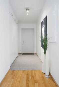 Open Plan Studio Apartment - View of Entrance Door  | DigsDigs - image 2 of 9◆