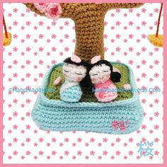 =^_^=☆=^_^=Crochet Pattern=^_^=☆=^_^= Design inspiration from Japanese Sakura Cherry blossom with falling blossom petals and kokeshi boy and girl playing on a swing. Size: 9inch (23cm) Height 3mm hook worsted weight yarn or DK Pattern is in US English terms and comes with many