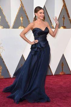 Oscars 2016:   Sofia Vergara  in Marchesa and Lorraine Schwartz jewels.