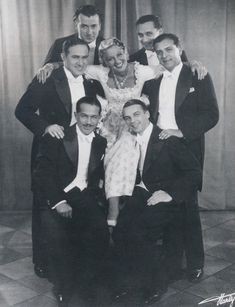 actress Gitta Alpar and the Comedian Harmonists, 1932 . Berlin Photos, Star Wars, Vintage Pictures, Glamour, Comedians, The Twenties, Theatre, Opera, Ballet