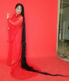 Gao Junying has 3 meters long hair