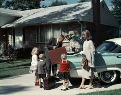 The median American middle-class household income is so high that it makes the typical American rank among the top 1 percent of global households. Old Photos, Vintage Photos, Vintage Photographs, Vintage Cars, Retro Vintage, Vintage Trends, Vintage Soul, Cities, Richest In The World