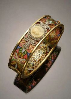 Art Nouveau bracelet centered with a beautiful Cameo Masriera & Carreras 1920s