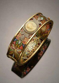 Beautiful cameo ring...