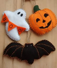 Pin for Later More Smiles Than Scares 17 Cute Halloween Decorations For Kids Felt Halloween Elements Etsy seller GinghamFlowers Halloween ornaments 10 come with three dec. Moldes Halloween, Adornos Halloween, Manualidades Halloween, Halloween Tags, Halloween Projects, Holidays Halloween, Ideas Manualidades, Diy Halloween Ornaments, Fun Projects