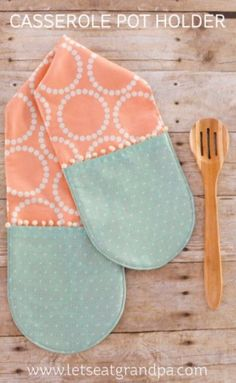 DIY Sewing Projects for the Kitchen - Easy Sew Two Hand Casserole Pot Holder - Easy Sewing Tutorials and Patterns for Towels, napkinds, aprons and cool Christmas gifts for friends and family - Rustic, Modern and Creative Home Decor Ideas http://diyjoy.com/diy-sewing-projects-kitchen #DIYHomeDecorSewing