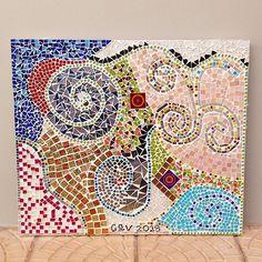 O mais maravilhoso mosaico cheio de vida cores e sonhos! Meu e da querida Gi! Amanhã estará disponível na loja virtual do atelier (link clicável no meu perfil). Inspirem-se e venham fazer cursos comigo também! Esse quadro significa muito pra nós! Nem tenho palavras pra explicar mas representa liberdade a construção de uma amizade o nascimento do amor de uma forma pura.  #alemdaruaatelier #alemdarua #verokraemer #mosaico #mosaic #mosaik #quadrodemosaico #cirsodemosaico #oficinademosaico
