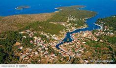 Chorwacja - Vrboska to urocze miasteczko położone w Śro… na Stylowi.pl