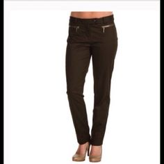 """Michael Kors Skinny Ankle Pants First Pix is a model wearing this style of Pants. Michael Kors Skinny Ankle Pants are made of 97% Cotton and 3% Spandex. Size 6. These pants are dark blue NOT black. Zipper front pockets. Length """"35. The Inseam is """"26. Rise """"8.5. Laying flat """"14.5.  This item is NOT new, It is used and in Good condition. Authentic and from a Smoke And Pet free home. All Offers through the offer button ONLY.  Ask questions BEFORE purchase. Please use the Offer button, I WILL…"""