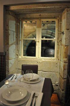 Un local de excepción para comer en plena Plaza de la Quintana. Santiago de Compostela.