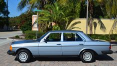 Auction Lot Kissimmee, FL One owner. Silver Blue Metallic with Blue interior. Mercedes W123, Sedans, Diesel Engine, Automatic Transmission, Auction, Cars, Pretty, Blue, Limo