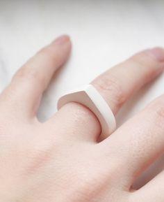 Peralia, amenta ring.