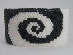 WHORLED Seed Bead Bracelet Beaded Jewelry Beaded by LunamagicK