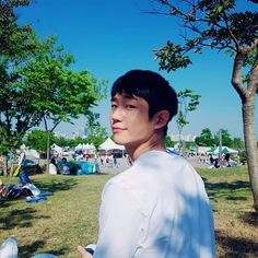 What a beautiful view. Asian Actors, Korean Actors, Korean Dramas, Soon Joong Ki, Jung In, Song Joong, Hot Korean Guys, Park Seo Joon, Park Hyung