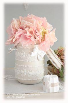 bocal peint et relooké de dentelle NATYDECO couleur lin et dentelle blanche avec noeud en plâtre blanc en vente sur mon site http://www.natydecocorse.com