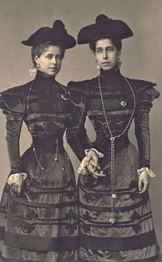 Victoria Melita and her sister, Marie.