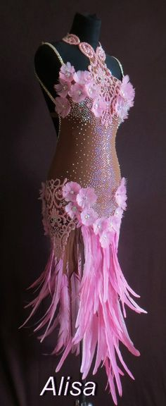 Learn To Ballroom Dance And Feel Your Soul Ballroom Costumes, Burlesque Costumes, Belly Dance Costumes, Latin Dance Dresses, Ballroom Dance Dresses, Ballroom Dancing, Baile Latino, Flower Costume, Feather Dress