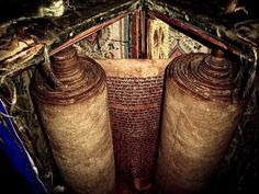 century Torah Scroll - in century synagogue in Safed, Israel . believed to be the oldest scroll still in use. Jewish History, Jewish Art, Cultura Judaica, Simchat Torah, Holy Land, Before Us, Archaeology, Christianity, Old Things