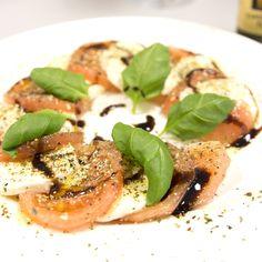Tomaten-Mozzarella Salat, mit eppers Twist'n'Spice Tomaten Gewürzsalz.