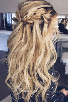 Die besten Ball Frisuren egal ob hochgesteckt oder… – The best ball hairstyles no matter if you are up or … – matter Romantic Wedding Hair, Wedding Hair Down, Wedding Hair And Makeup, Hair Makeup, Wedding Braids, Trendy Wedding, Wedding Curls, Curled Wedding Hair, Wedding Hair Styles