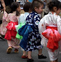 ゆかた children wearing traditional japanese summer kimono (yukata)