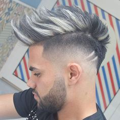 A wide variety of new hair trends for men emerging in In general, looks are getting longer and looser but some retro hairstyles are back in style. Fades are still going strong with all kinds zum Anprobieren 31 Cool Men's Hairstyles Cool Hairstyles For Men, Retro Hairstyles, Hairstyles Haircuts, Haircuts For Men, Mens Hair Colour, Hair Color, Medium Hair Styles, Short Hair Styles, New Hair Trends