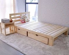 Repurposed Wooden Pallets Bed with Side Table: The ideas include recycling the used shipping wood pallets into your desired indoor or outdoor furniture or decor Wooden Pallet Beds, Diy Pallet Bed, Reclaimed Wood Furniture, Diy Pallet Furniture, Wood Beds, Furniture Projects, Furniture Design, Wood Pallets, Outdoor Furniture