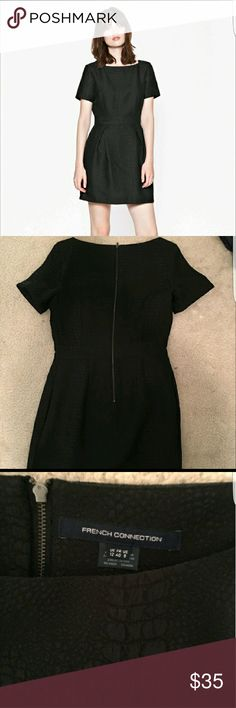 Short Sleeve French Connection Croc Dress Short sleeve French Connection Croc dress in a size 8. This dress does run small compared to other French Connection dresses. Dress fits more true to a size 6. Worn once. French Connection Dresses Mini