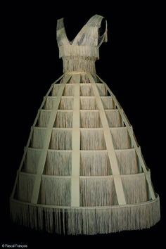 Costume Jean Paul Gaultier pour le rôle de Blanche Neige au bal dans Blanche…
