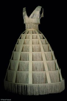 Costume Jean Paul Gaultier pour le rôle de Blanche Neige au bal dans Blanche Neige, Ballet Preljocaj, 2008 © Pascal François