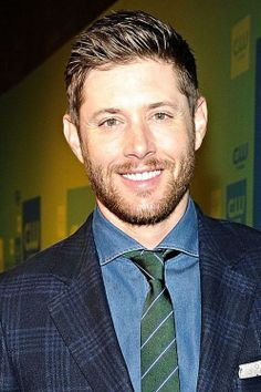 He's gorgeous here, as always! <3 Jensen at the CW Upfronts 2014.