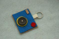 Liz Makes: Liz makes a felt camera keychain