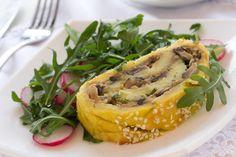 Rollo de patata relleno de atún El rollo de patata relleno de atún es un primer o único plato exquisito, y que puede tomarse en invierno, o frío en los meses de verano cuando el calor aprieta.