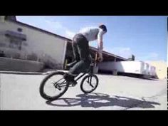 (VIDEO) Wicked Street FreeStyle Tricks - BMX Like A Boss