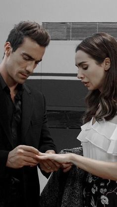 Siyah Beyaz Aşk Turkish Serie 2017 Turkish Men, Turkish Beauty, Turkish Actors, Runaway Train, Black And White Love, Romantic Scenes, Lovely Eyes, Tv Show Quotes, Love Quotes For Him