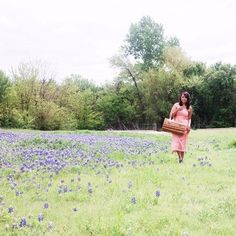 Spring Picnics in Texas are my favorite 🌸🌵 #springintexas #picnic #bluebonnetlove #bluebonnets2017 #fortworth #texasfever #southerncharm #southernliving #igtexas #igdaily #igflowers #flowers #flores #primavera #texas #wildflowers #texaswildflowers #naturephotography #travel #beautiful #picnicideas #sweetness #lovelyplaces #smile #instadaily #bestoftheday #springdress #easterdress #giannibini #springfashion