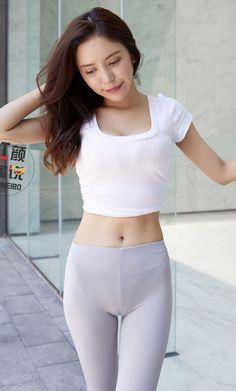 Cute Asian Girls, Looks Pinterest, Hot Japanese Girls, Girls In Leggings, Beautiful Asian Women, Leggings Fashion, Asian Woman, Girl Fashion, Outfits