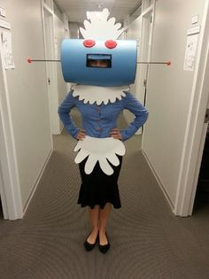 DIY -Rosie the Robot from the Jetson's for Halloween. Robot Costumes, Diy Halloween Costumes, Halloween Cosplay, Halloween Crafts, Halloween Decorations, Halloween Party, Costume Ideas, Robot Costume Diy, Space Party Costumes