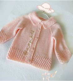 Free Baby Sweater Knitting Patterns, Baby Booties Knitting Pattern, Knitted Baby Cardigan, Knitted Baby Clothes, Baby Hats Knitting, Hand Knitting, Baby Outfits, Handgemachtes Baby, Baby Girl Sweaters